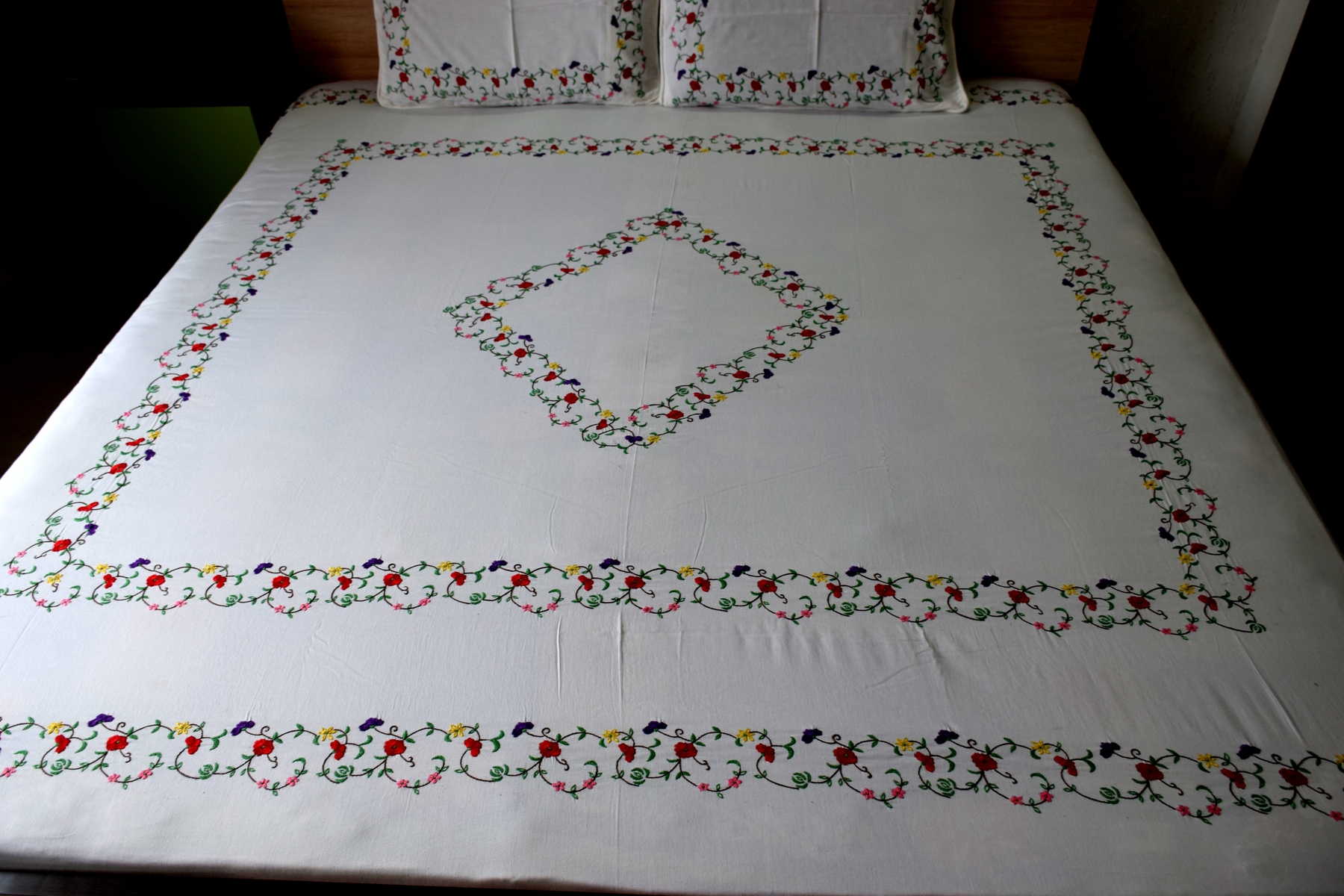 surj kashmiri magic hand embroidered bedsheet surj